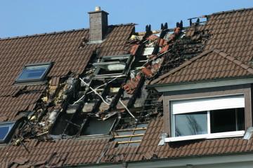 zniszczony dach